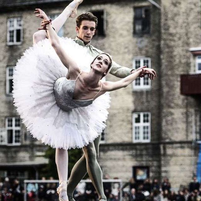 Holly Dorger & Ulrik Birkkjær in Summer Ballet
